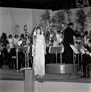 """Judith Durham performs at """"Carols by Candlelight"""", c.1966. [KZ 3574] Laurie Richards Collection. Performing Arts Collection, Arts Centre Melbourne."""